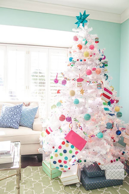 Árvore de natal colorida para noite de natal