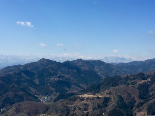 甲武信ヶ岳(中央奥?)と両神山(右奥)
