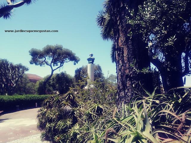Estatua de George Eliott