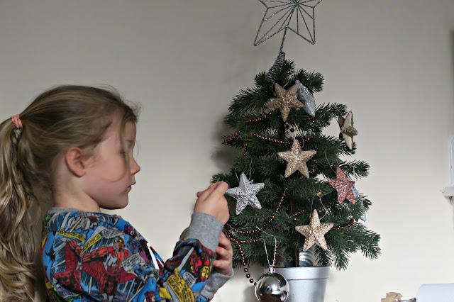 January Metallic Decoration Tree with Pinty Plus Paint