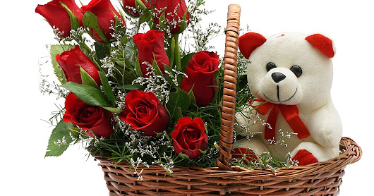 Gifting gift basket to your girlfriend/boyfriend on the occasion of Valentine's Day