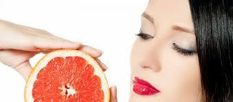 بعض الأطعمة التي تعمل على جعل البشرة صحية ومشرقة ورائعة وجذابة وتحميها من الجفاف خاصة أثناء الصيام