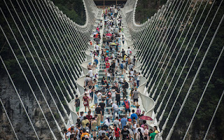 China's glass bridge closes