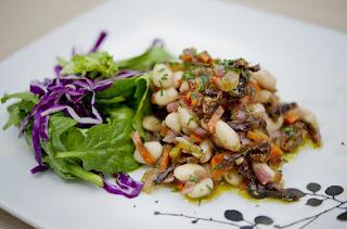 Salad đậu trắng nóng