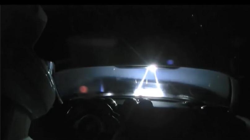 Avvistamento UFO in orbita durante il streaming live di Starman al volante della Tesla Roadster