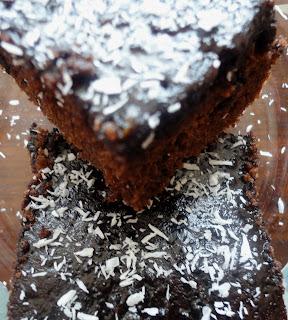 ıslak-kek-tarifi-nefis-tarifler-çay saati-kahvaltı-çocuklar için-kişniş otu