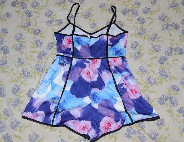 Fazia algum tempinho que eu queria esse Jumpsuits floral o tecido dele é bem gostoso e super confortável