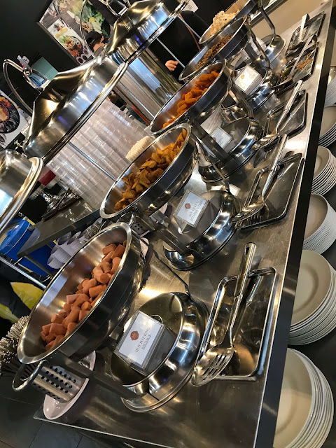 Makan Steamboat & Grill di Restoran Hot Pot King KL