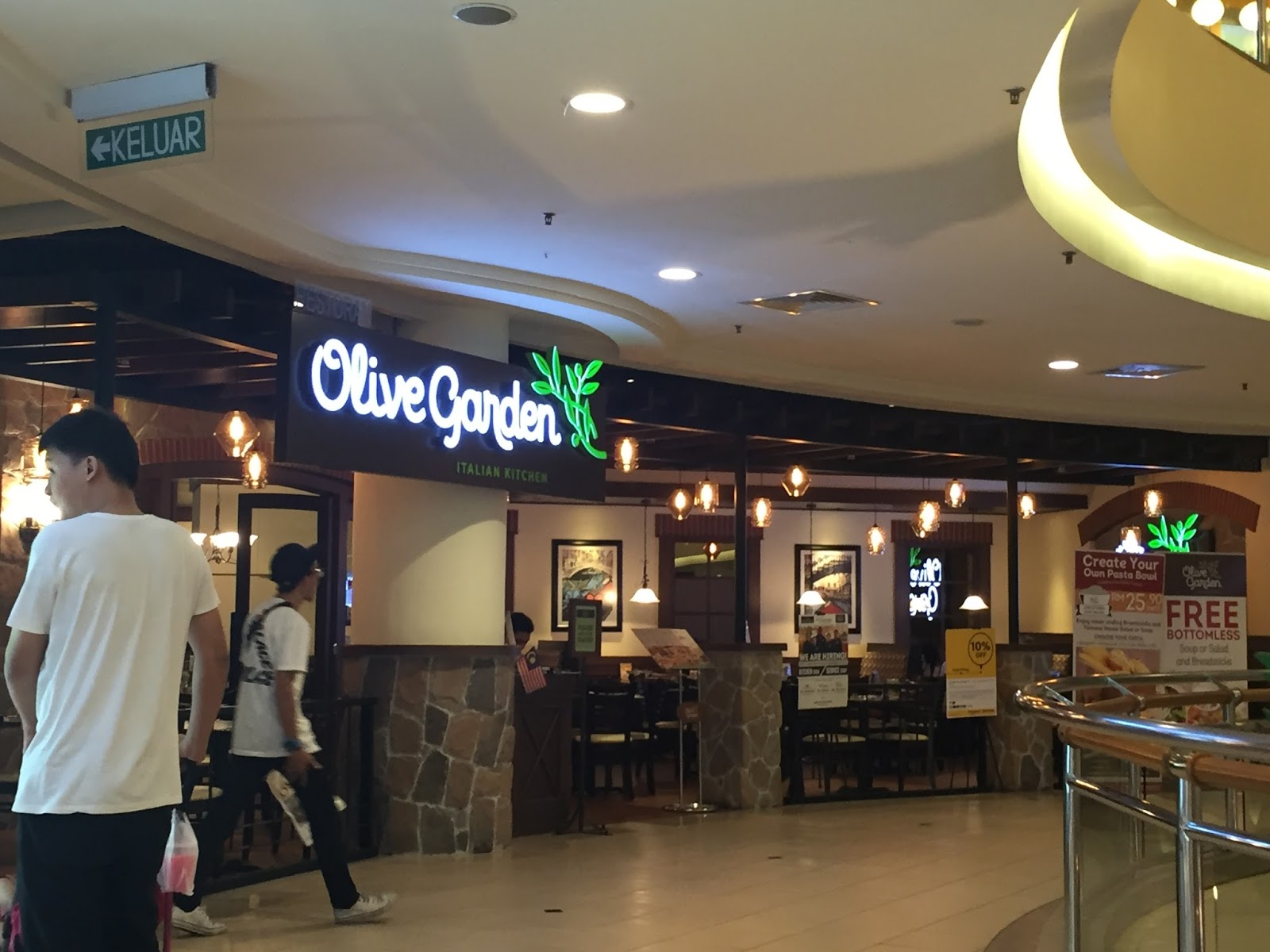 In Malaysia There Are Curly Two Olive Garden Restaurants The First One Is Midvalley Kuala Lumpur And Second Shah Alam Selangor