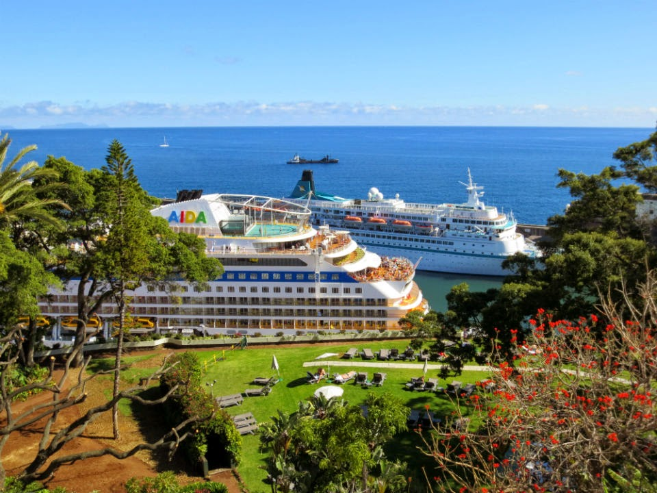 cruise ships and an hotel garden with a view