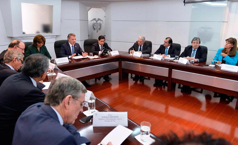 Santos y Uribe se reúnen. Gobierno incluiría anexos a acuerdo final de paz