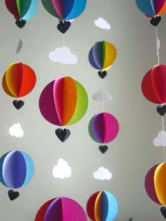 Membuat hiasan dinding menggunakan kertas Kumpulan