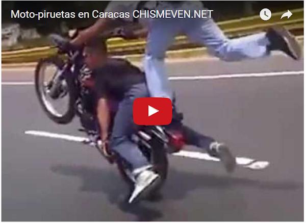 Moto-piruetas aterrorizan en la autopista