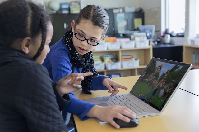 A program béta verzióját májusban indította el a Microsoft: a tesztváltozatra a világ 26 országának több mint száz iskolájából összesen 2000 tanulói és oktatói visszajelzés érkezett, ami hozzásegítette a fejlesztőket a felhasználói élmény kiteljesítéséhez.