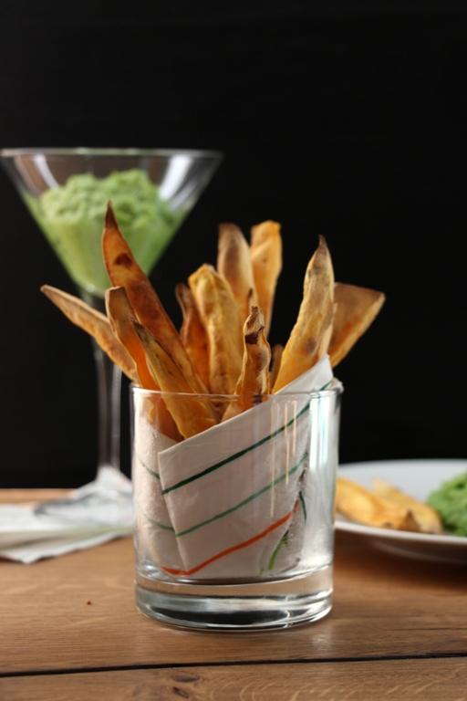 Süsskartoffel Pommes und Erbsenhummus