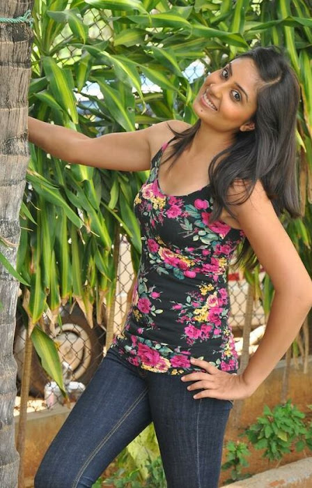 bhanusri mehra spicy in jeans - photo gallery