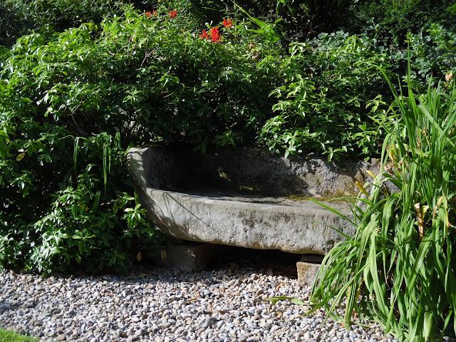 ławka kamienna, rustykalna