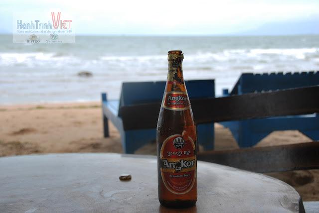 Thưởng thức bia Angkor, chờ mồi đến