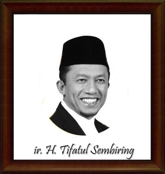 Gambar Foto Tifatul sembiring yang panadai membuat pantun lucu serta menarik.