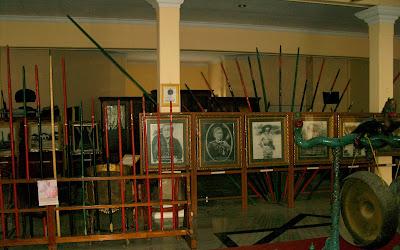 Museum Cakraningrat Bangkalan Benda - Benda Pusaka Kraton