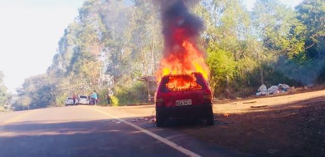 Iretama: Carro fica destruído pelo fogo