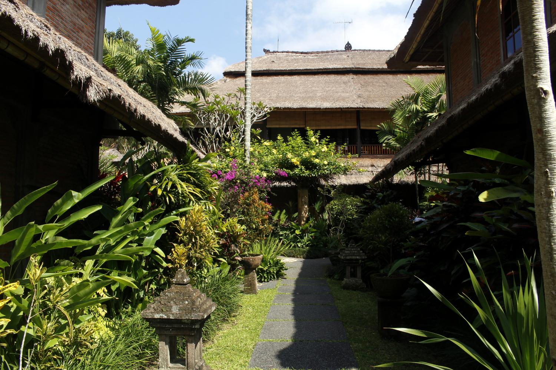 Jardines del hotel Bunga Permai (Bali)