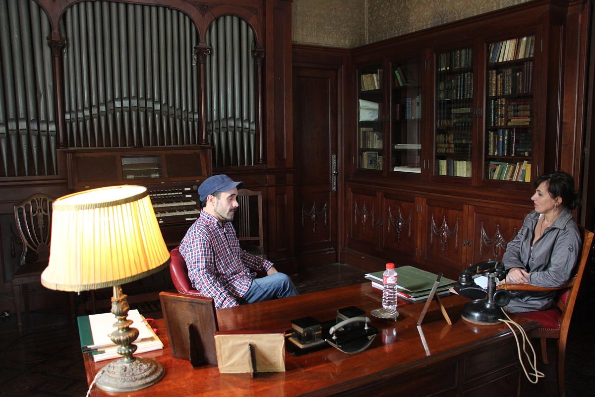 El director de la película en una de las habitaciones del palacete de la Finca Munoa