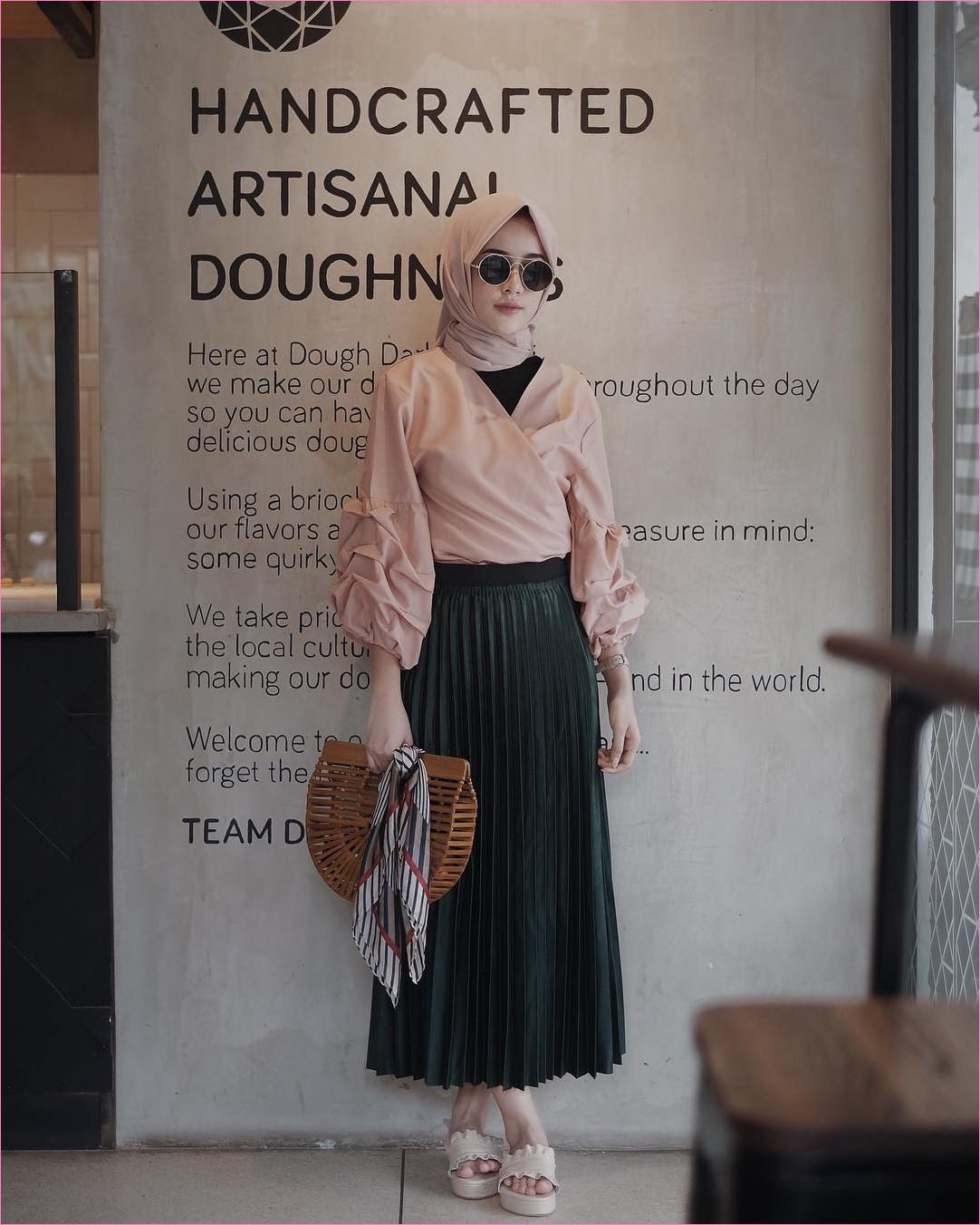 Outfit Rok Untuk Hijabers Ala Selebgram 2018 loafers and slip ons sandals kerudung segiempat hijab square top blouse krem muda kacamata bulat mangset hitam handbags bambu rotan coklat roomstick skirt hijau tua ootd trendy