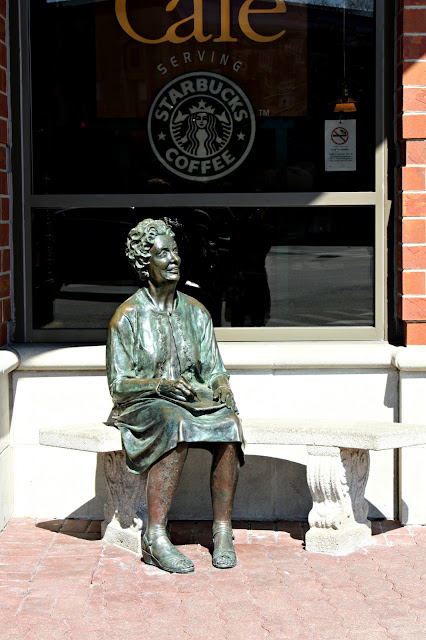Genevieve statue outside Barnes and Noble Naperville