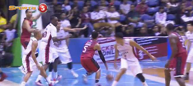 LA Tenorio's NASTY Pass To Japeth Aguilar For The Slam (VIDEO)