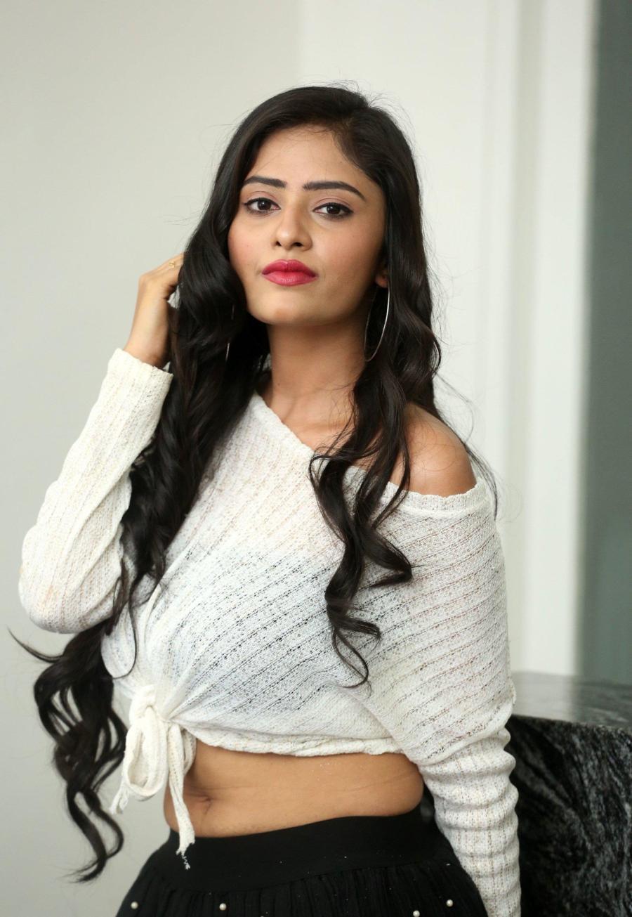 Beautiful Indian Girl Sanya Singh Navel Hip Show Photoshoot