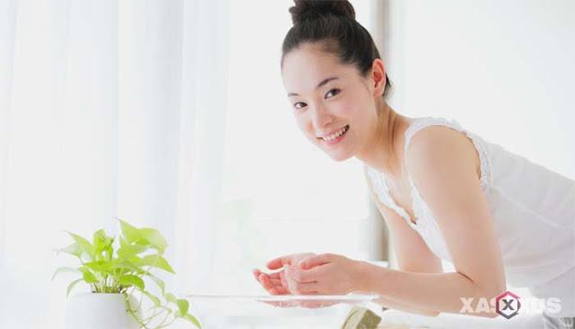 15 Rekomendasi Sabun Pemutih Wajah Pria dan Wanita Yang Aman