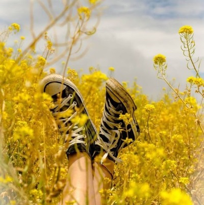 converse shoes with yellow flower selfeet