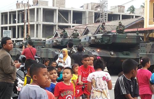 12 Unit Tank Leopard TNI Angkatan Darat Di kirimkan Ke Natuna Senin Kemarin
