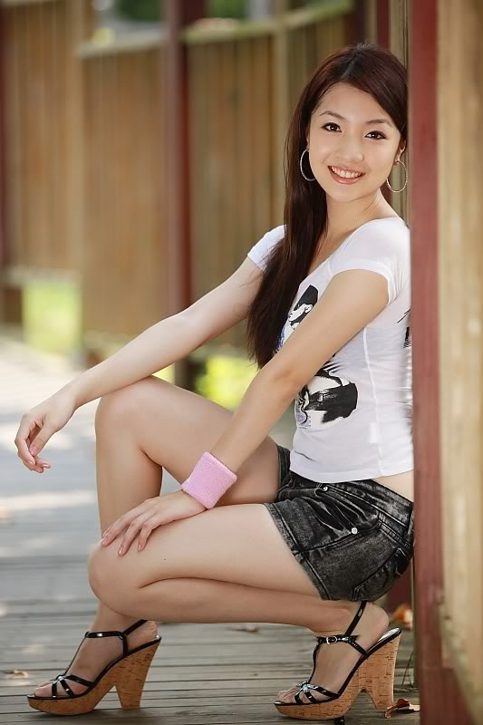 Beautiful chinese college girl wearing stocking become a hooker 5