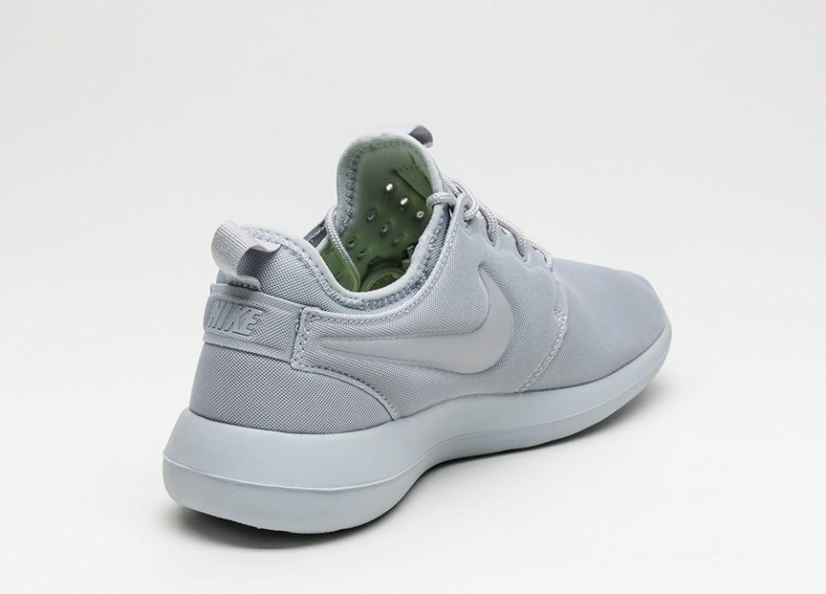 Nike Roshe Two Sneakers Men Nike Sneakers online on YOOX