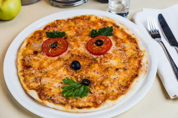 pizza with face
