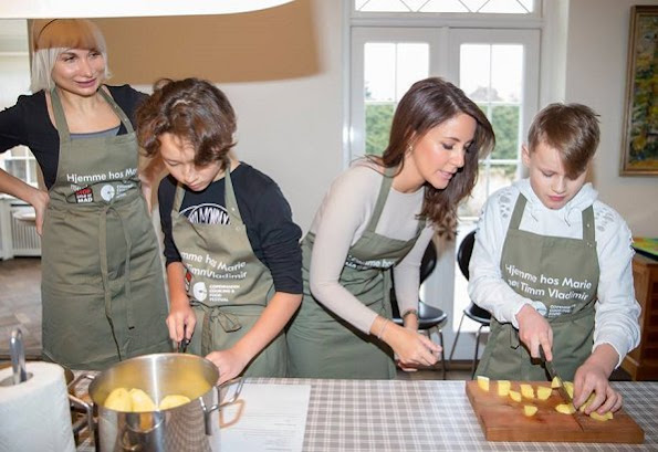 Princess Marie's her two children Prince Henrik and Princess Athena also joined in the cooking lesson. Selina Juul - Stop Spild Af Madison. Chef Timm Vladimir