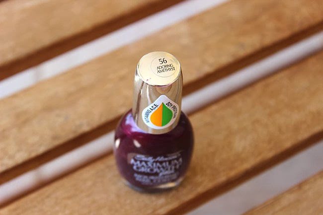 Sally Hansen Maximum Growth Plus bordo lak za nokte Adoring amethyst
