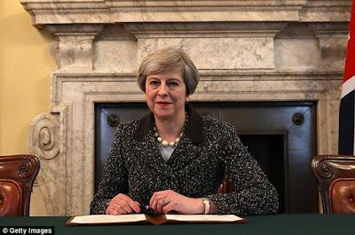 PM Inggris Tanda Tangani Surat Permohonan Resmi Brexit