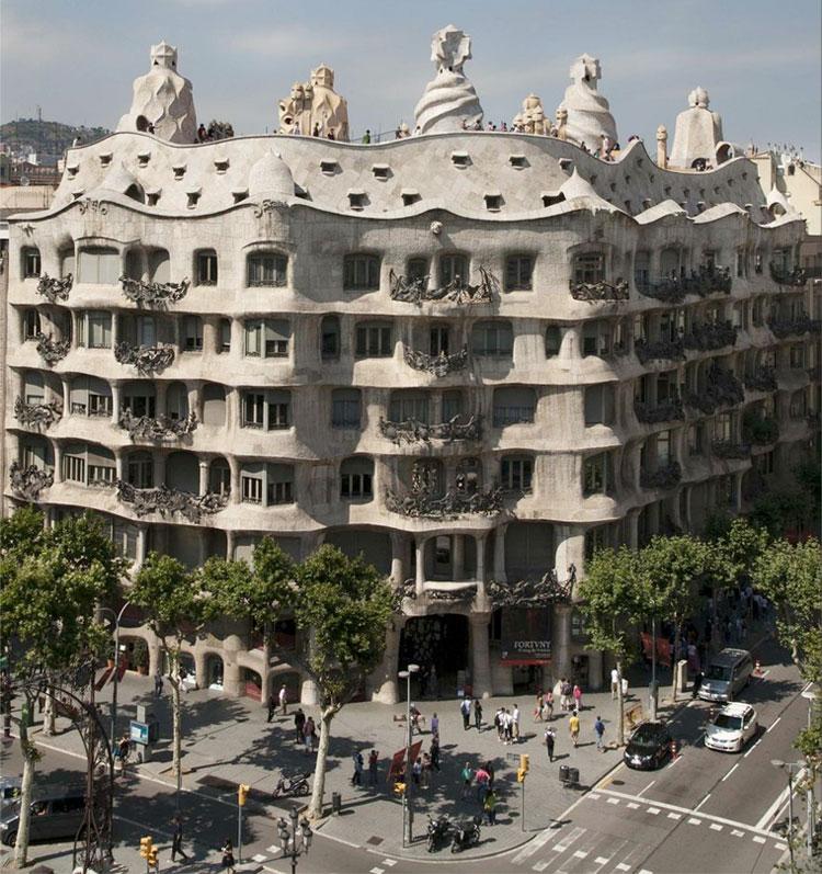 Casa Mila: Arh346: History Of Graphic Design (and More): Gaudí El