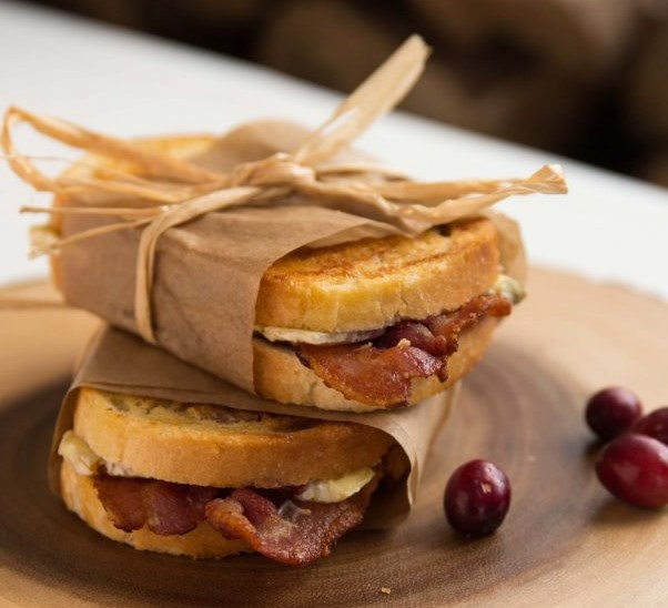 Cranberry Bacon Brie Grilled Cheese #dinner #food