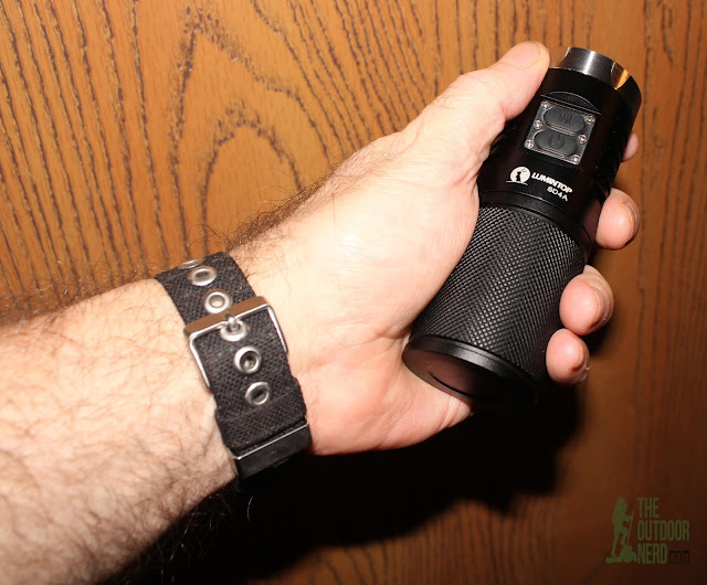 Lumintop SD4A [4xAA LED Flashlight] - In Hand 2