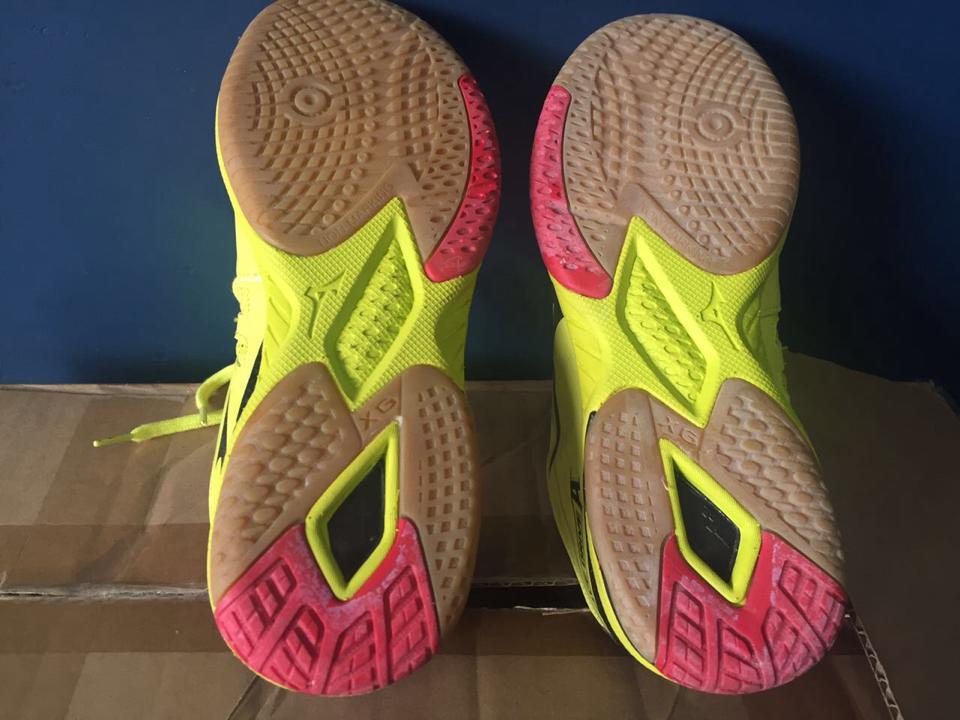 Sepatu Mizuno Buatan China sangat nyaman dipakai latihan tenis meja maupun  pingpong di dalam ruangan ataupun di luar ruangan 2aa6dbc5c8