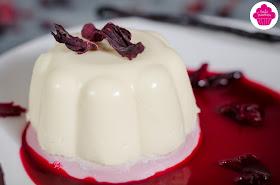 Panna cotta à l'hibiscus et à la vanille accompagnée de coulis à l'hibiscus - Foodista #16