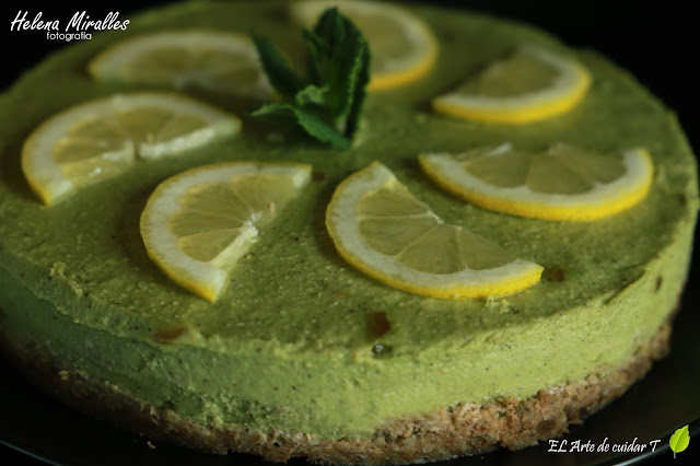 Tarta de aguacate con limón crudivegana