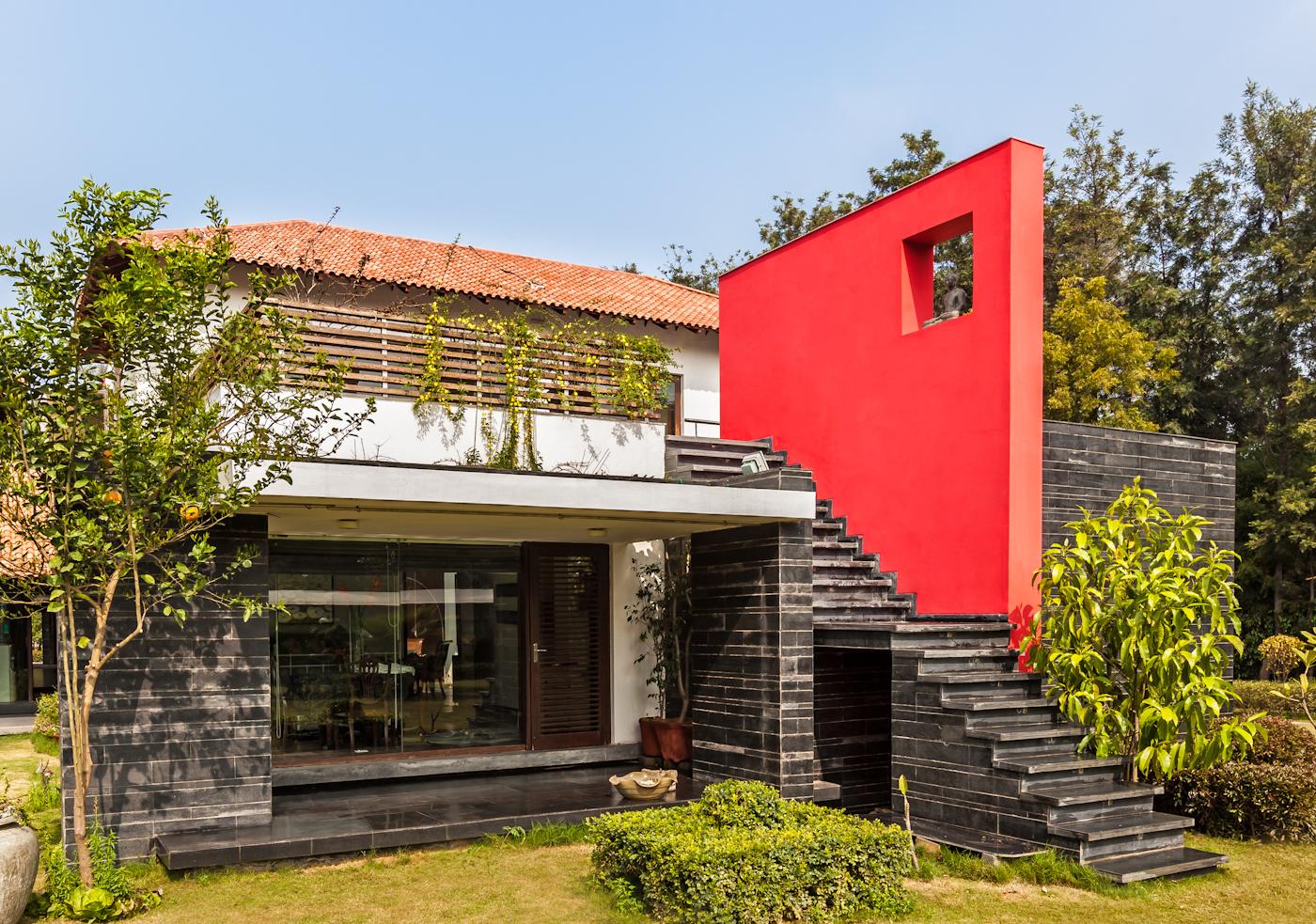 Luxurious Spacious Farm House Design By Kumar Moorthy Associates