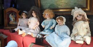Conjunto de muñecas en el desembalaje de Arriondas