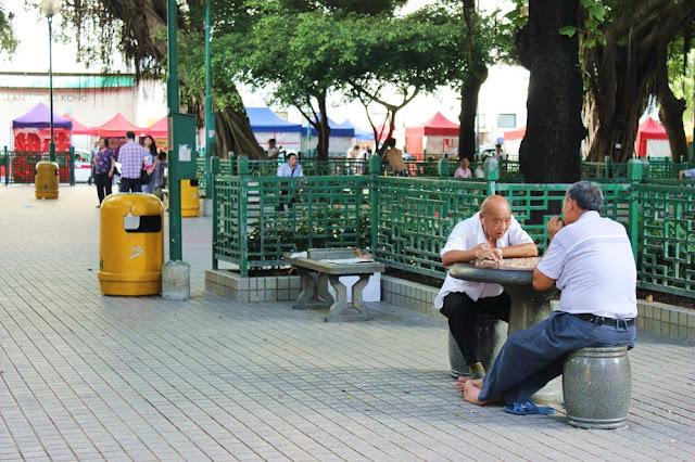 Schachspielen, alte Männer, Parks in Hong Kong, Mongkok