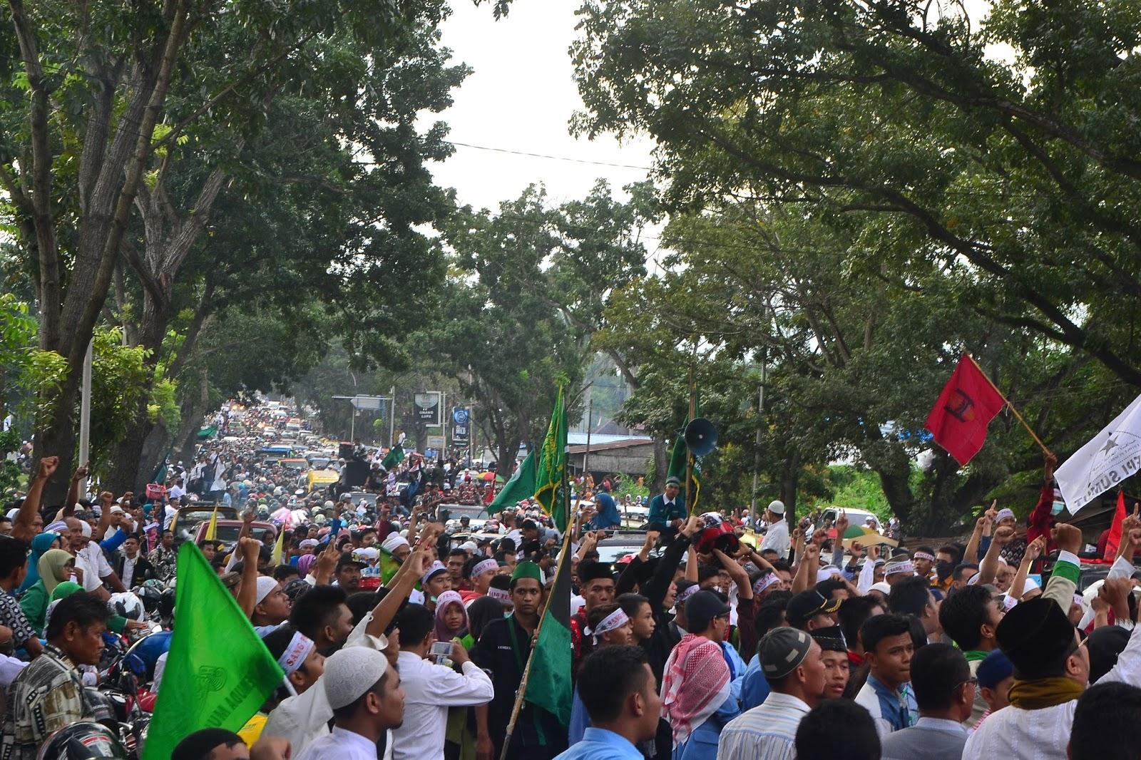 Tangkap Ahok !! Aksi Bela Islam Jilid 2 di Medan fc6fb9a858